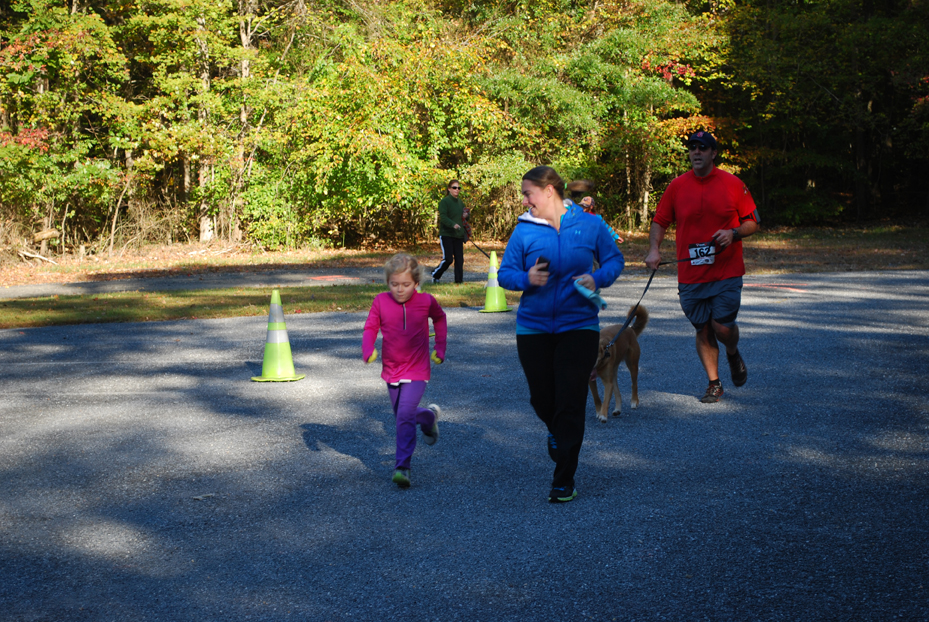 bBark 'N Dash 5K, Family Dog Walk and Tail Wagger Trot